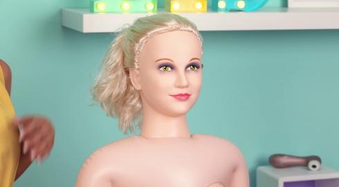 Heiße Abenteuer mit der Liebespuppe 'Hot Lucy' von NMC? EIS weiß Bescheid!