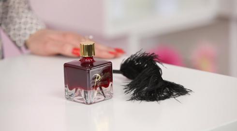 Wie funktioniert die Bijoux Indiscrets 'Poême Wild Strawberry' Körperfarbe? EIS klärt Dich auf.
