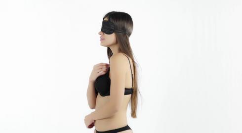 Verführerischer Auftritt mit der 'Satin-Augenmaske'? EIS zeigt es Dir!