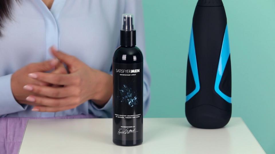 Wie benutzt man das 'Desinfektionsspray für Männertoys' von Satisfyer Men? EIS weiß Bescheid!