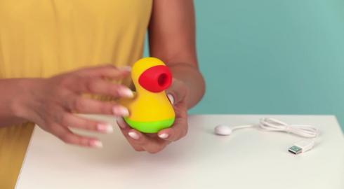 Wie funktioniert der Druckwellen-Vibrator 'Lucky Ducky' von Romance For Charity? EIS weiß es!