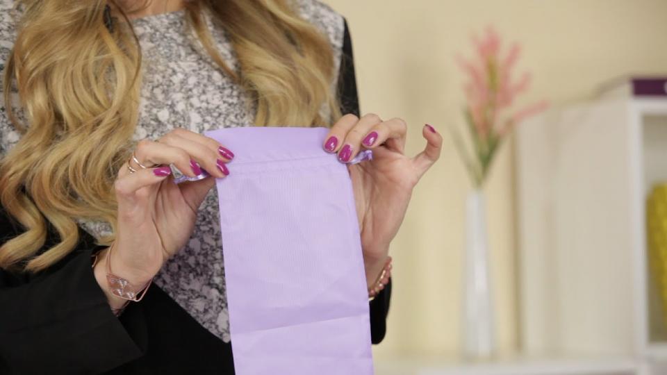 Warum Du Deine Lovetoys in der 'Spielzeugtasche aus Satin' aufbewahren solltest? EIS weiß Bescheid.